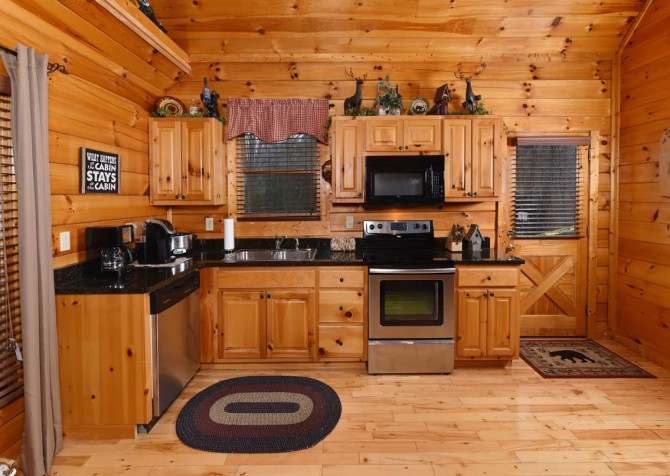Pigeon Forge - Bear Hiney Hideaway - Kitchen