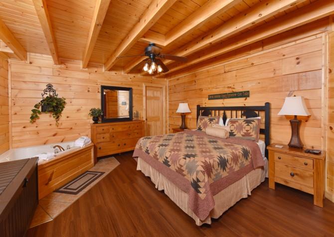 Pigeon Forge Cabin - Bear Maximum - Bedroom