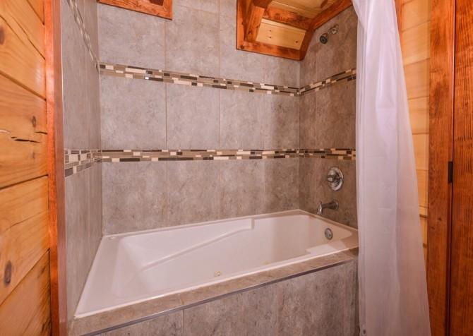 pigeon forge cabin – big bear plunge – bathroom