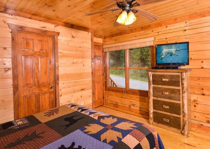 pigeon forge cabin – big bear plunge – bedroom