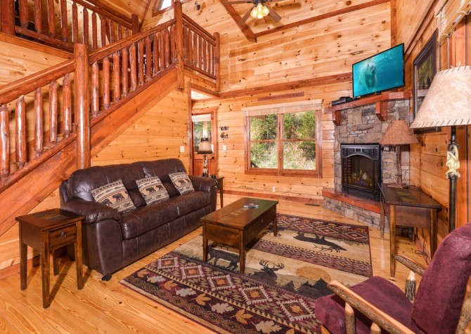 Pigeon forge cabins big bear plunge for Big bear 2 person cabin