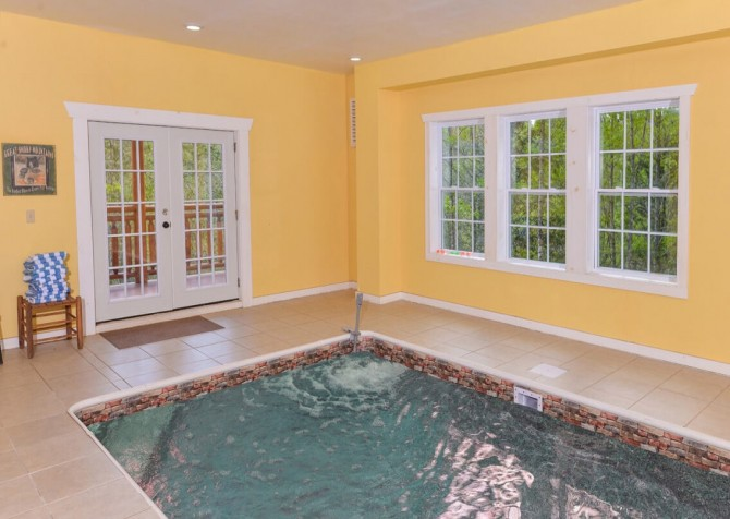 pigeon forge cabin – big bear plunge – indoor pool