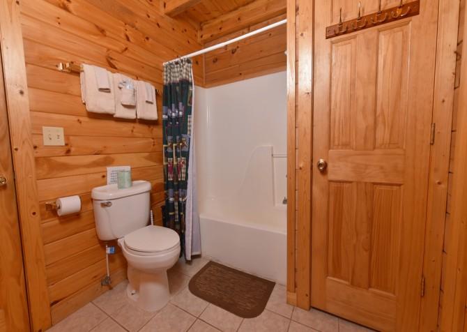 Pigeon Forge - Big Bear Retreat - Bathroom