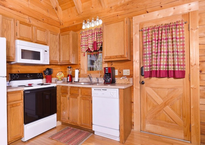 pigeon forge cabin – big chill– kitchen