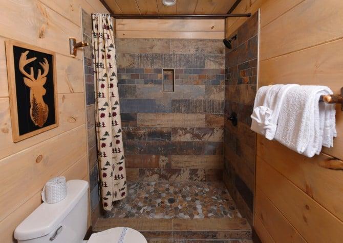 Pigeon Forge Cabin - Big Forest Lodge -  Bathroom