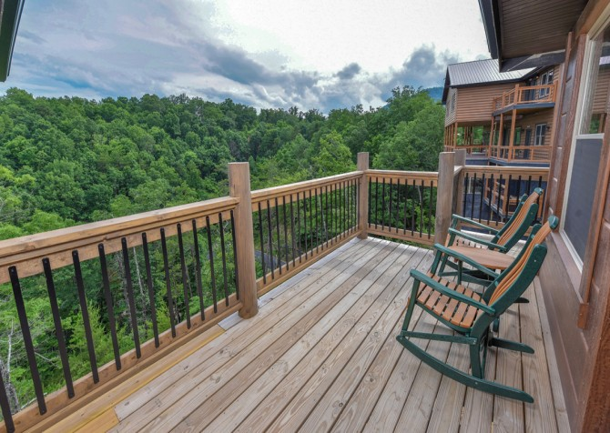 Pigeon Forge Cabin - Big Forest Lodge - Open Deck/View
