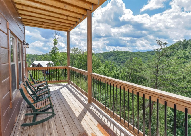 Pigeon Forge Cabin - Big Forest Lodge - Covered Deck/View