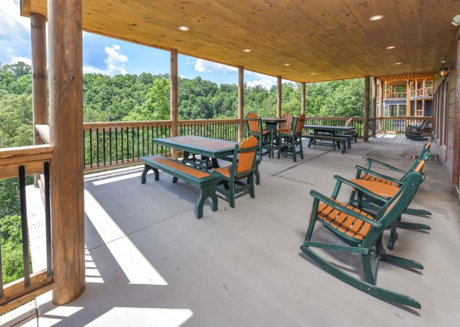 Pigeon Forge Cabin - Big Forest Lodge - Covered Patio