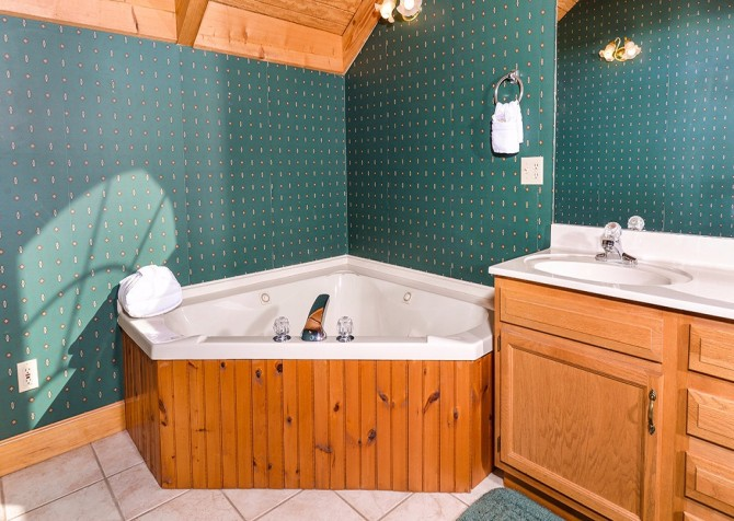 pigeon forge cabin – boone docks – indoor jetted tub