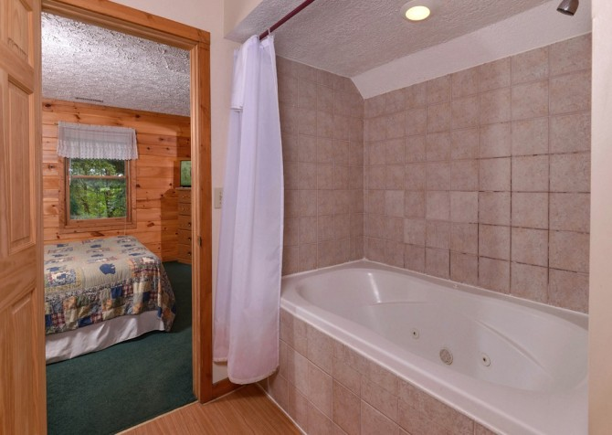pigeon forge cabin – brink of paradise – bathroom
