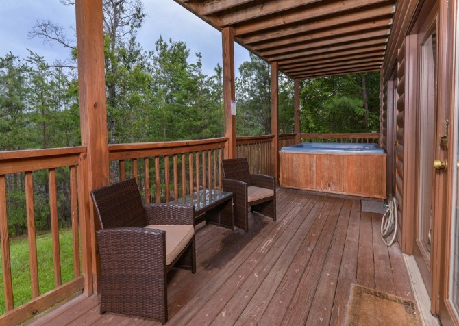 pigeon forge cabin – brink of paradise – hot tub