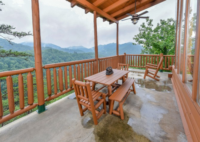 Pigeon Forge Cabin - Brother's Deja View - Deck Dining