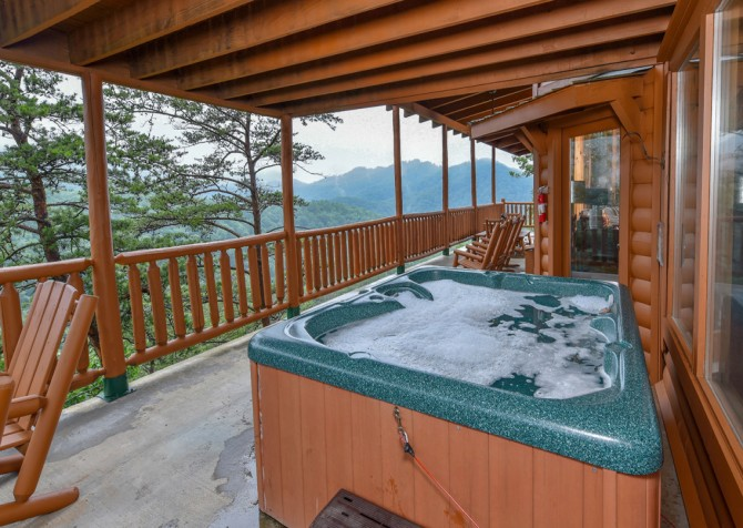 Pigeon Forge Cabin - Brother's Deja View - Hot Tub