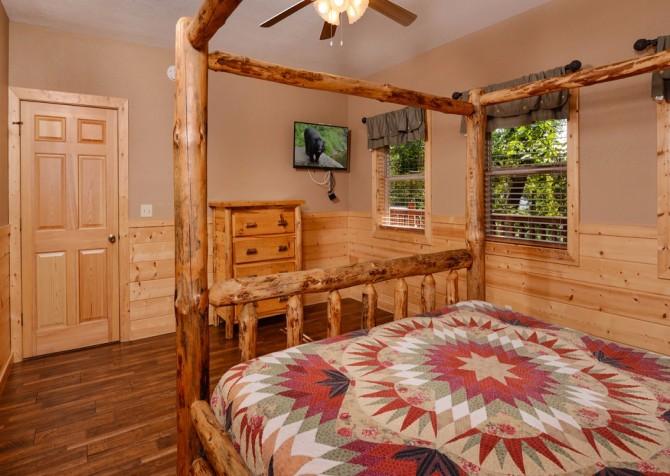 pigeon forge cabin – buckskin lodge – bedroom