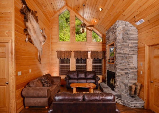 pigeon forge cabin – buckskin lodge – living room