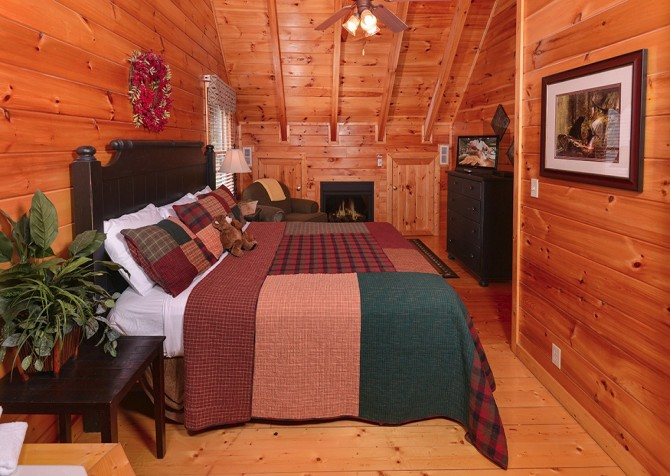 pigeon forge cabin – camp david – bedroom