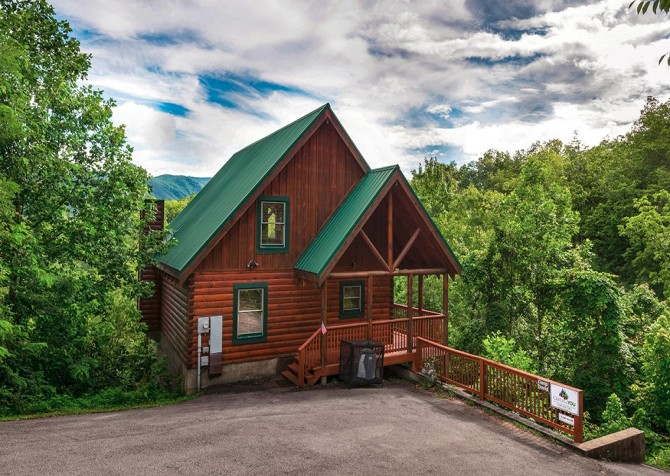 pigeon forge cabin – camp david – view