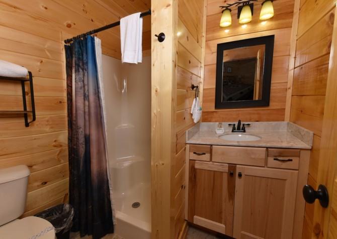 Pigeon Forge - Charlie Brown's Cabin - Bathroom