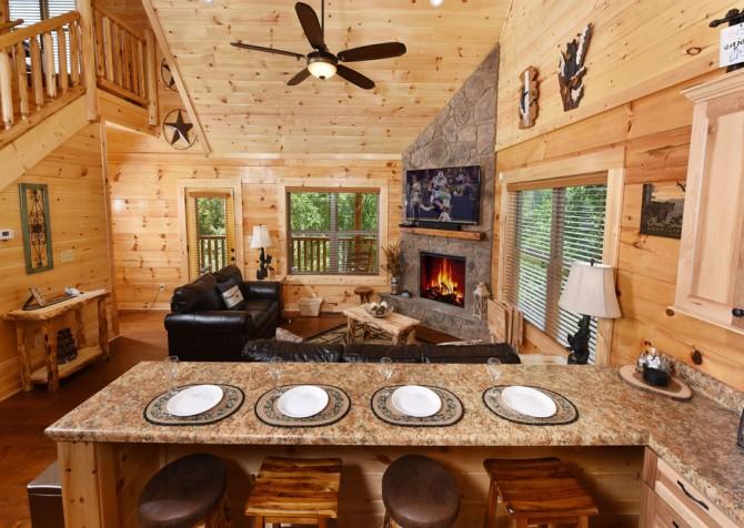 Pigeon Forge - Charlie Brown's Cabin - Kitchen