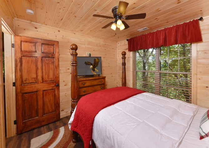 Pigeon Forge - Close Beside Me - Bedroom