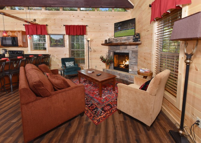Pigeon Forge - Close Beside Me - Living Room