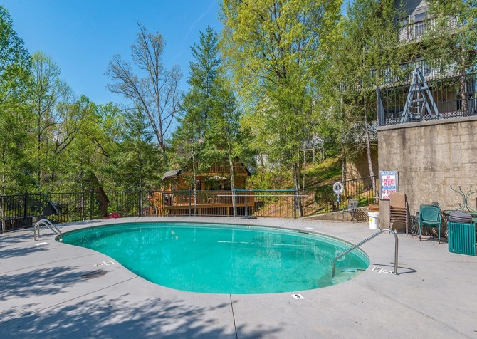 pigeon forge cabin – come back inn – resort pool