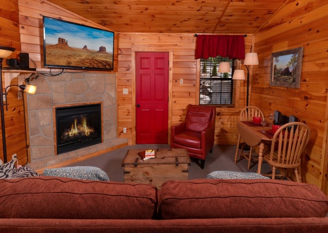 pigeon forge cabin – comforts me – living