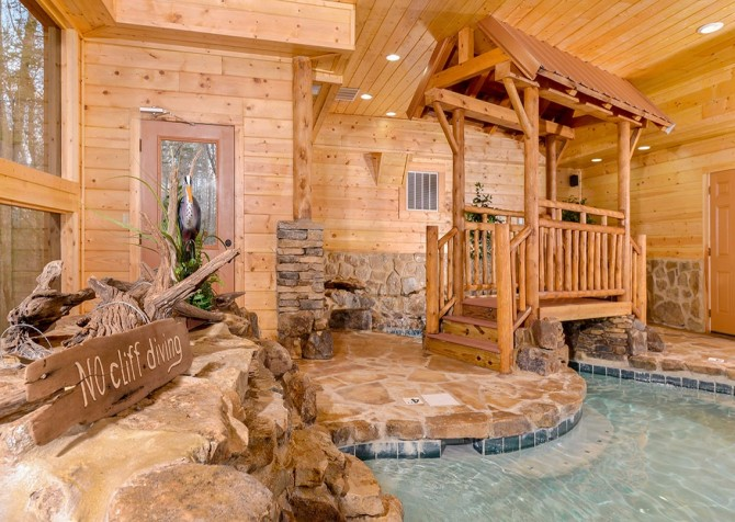 Pigeon forge cabins copper river for Cabin indoor pool