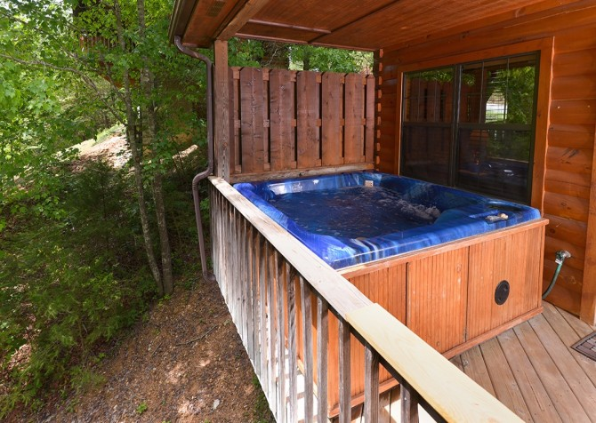 pigeon forge cabin – cozy corner – hot tub