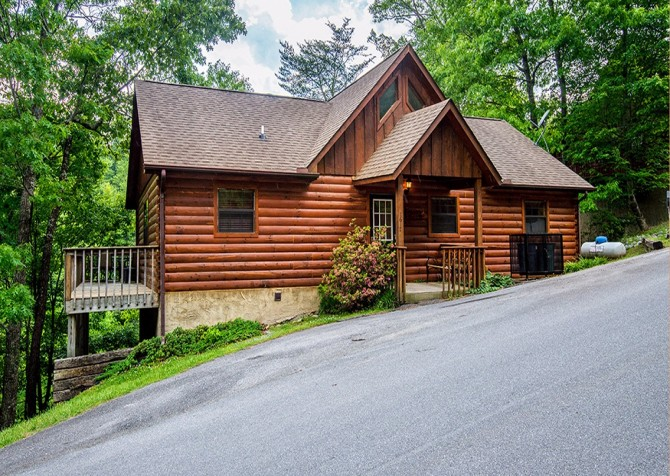 pigeon forge cabin – cozy corner – exterior