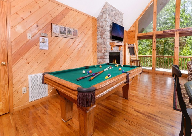 pigeon forge cabin – cozy corner – games