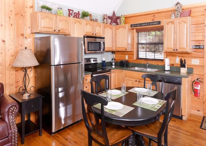 pigeon forge cabin – cozy corner – kitchen