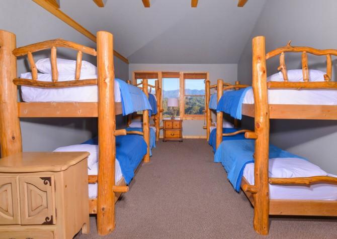pigeon forge cabin – crestview lodge – bedroom