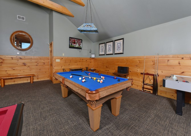 Pigeon Forge Cabin - Crestview Lodge - Rec Room
