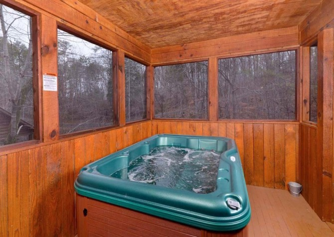 pigeon forge cabin – cuddle bear – hot tub