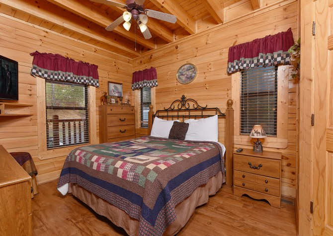 pigeon forge cabin – dancing with the stars – Bedroom