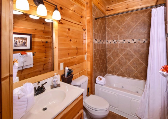 pigeon forge cabin – deer leap – bathroom