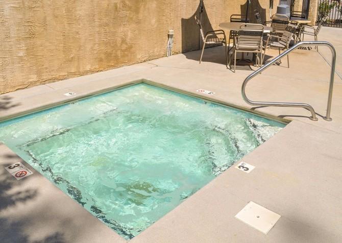 pigeon forge cabin – deer leap – resort hot tub