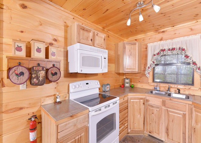 pigeon forge cabin – eagles landing – kitchen