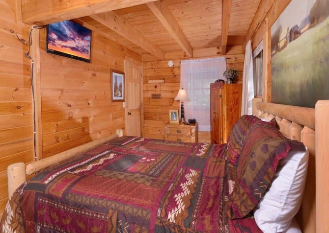 pigeon forge cabin – endless love – bedroom