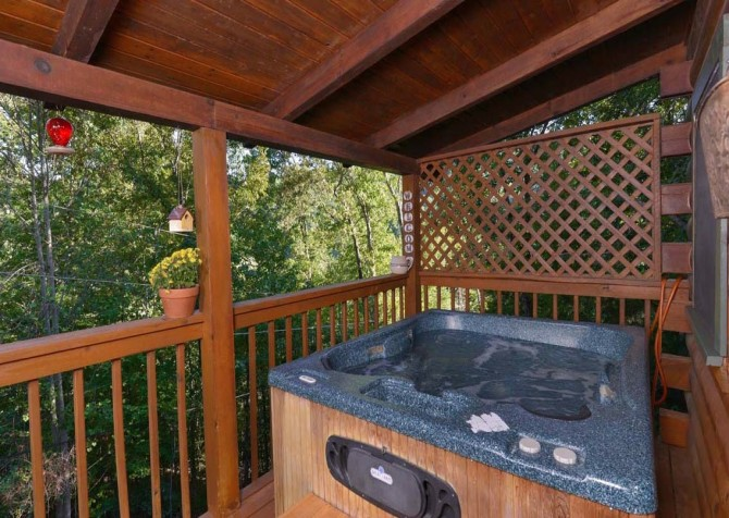 pigeon forge cabin – endless love – hot tub