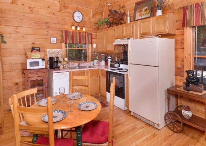 pigeon forge cabin – endless love – kitchen