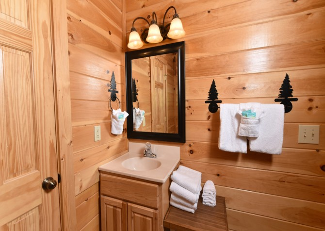 Pigeon Forge Cabin- Ever After – Bathroom