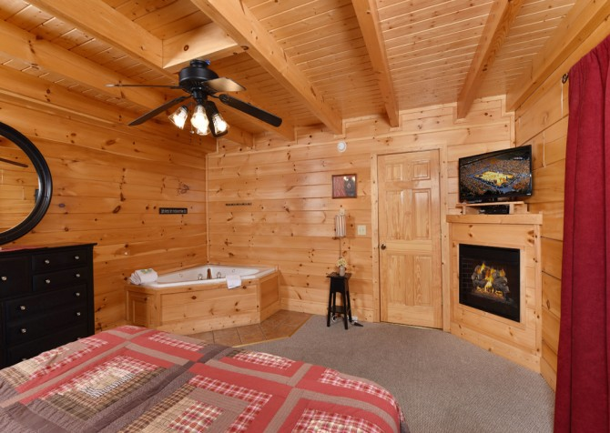 Pigeon Forge Cabin- Ever After – Bedroom