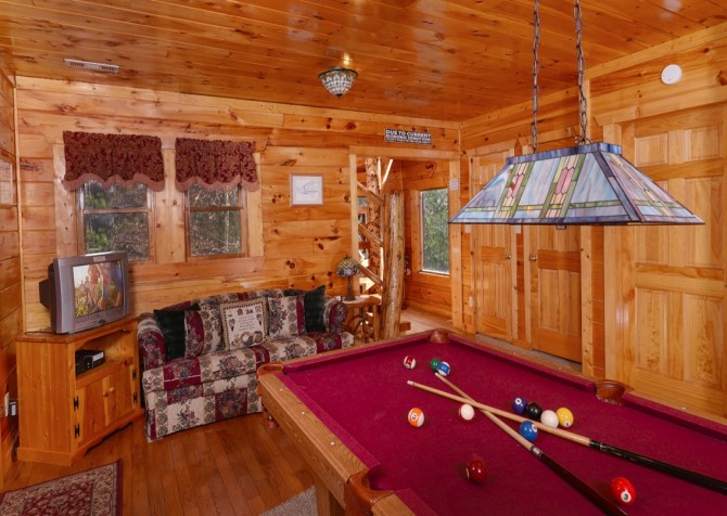pigeon forge cabin – first flight – game room