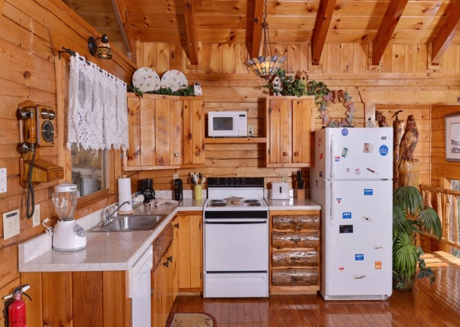 pigeon forge cabin – first flight – kitchen