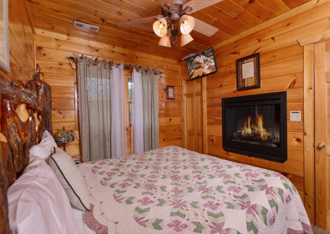 pigeon forge cabin – first flight – bedroom
