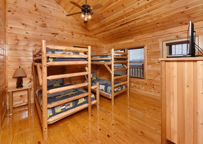 Pigeon forge cabins fitzgerald s shamrock chalet - 7 bedroom cabins in pigeon forge ...