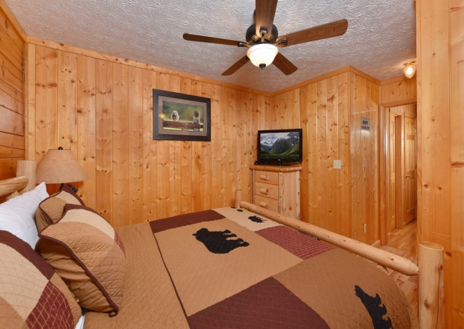 Pigeon Forge - Friendly Bear Lodge - Bedroom