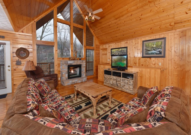 Pigeon Forge - Friendly Bear Lodge - Living Room